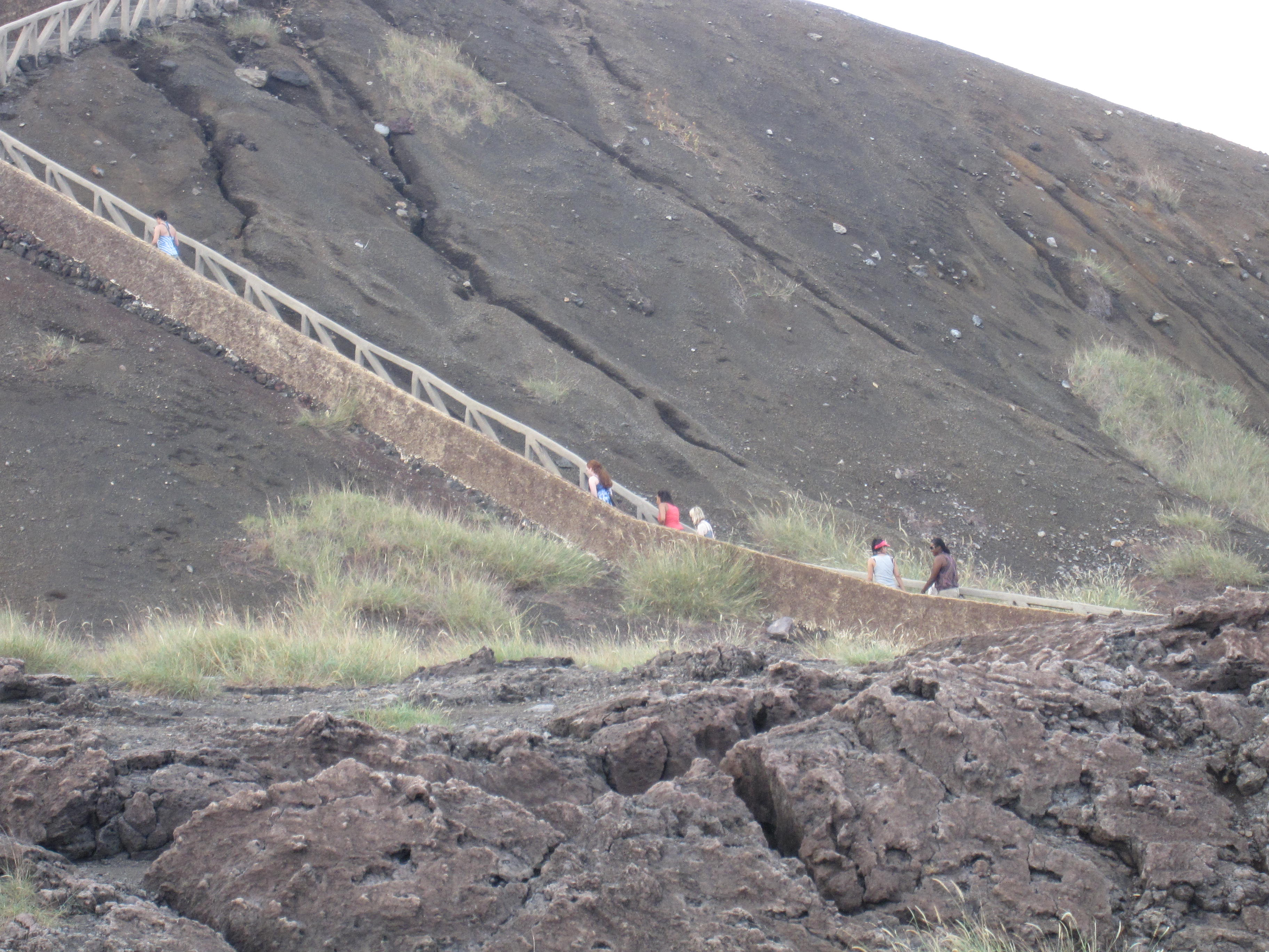 Nicaragua 2 -volcano climbing (Masaya Volcano Park)